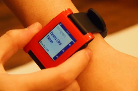 无货但可下单锁价,Pebble E-ink智能腕表